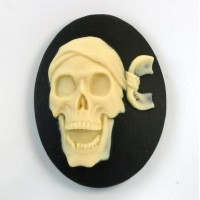 40x30mm Ivory scull on Black (x1)